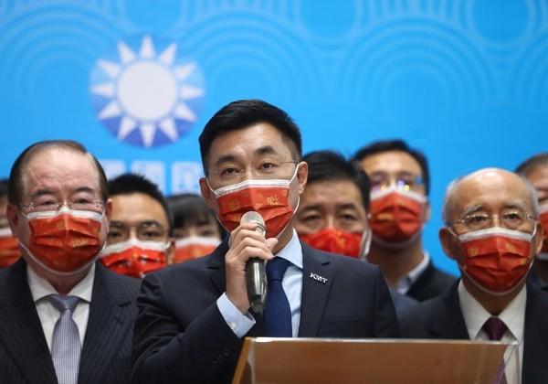 KMT Chairman Johnny Chiang (center).