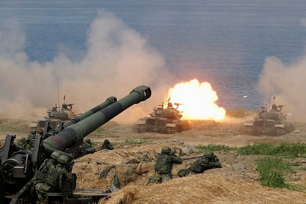 CM-11 Brave Tiger tank fires during the live fire Han Kuang military exercise. (Reuters photo)
