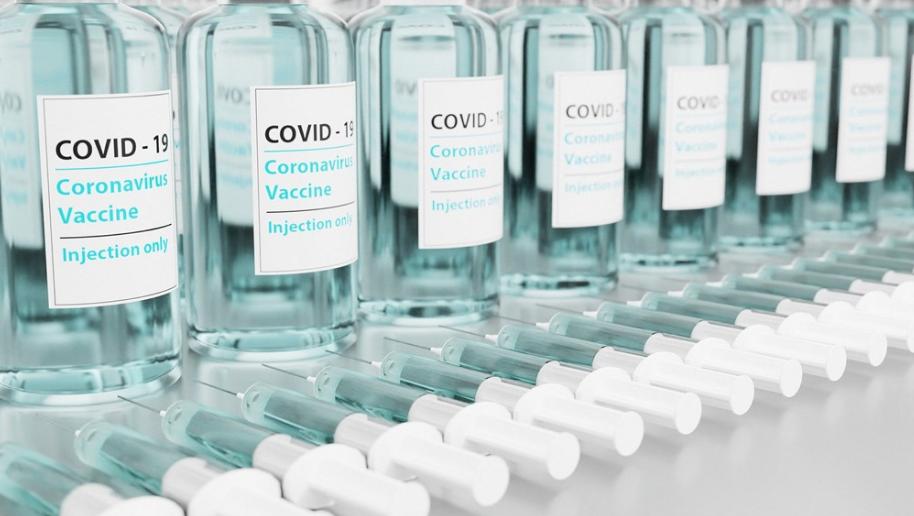 台灣首批AZ疫苗獲緊急授權,抵台最快7天可接種(示意圖/Pixabay)