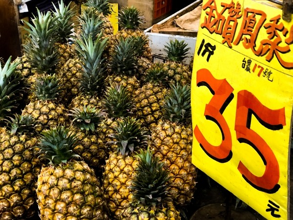 Taiwan companies ordered 6,600 tons of local pineapples on Saturday.