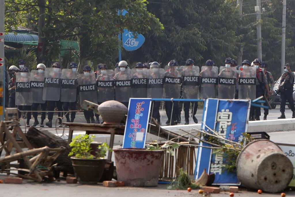 緬甸軍方28日在仰光暴力鎮壓示威者 ,造成至少18人死亡(照片:美聯社)