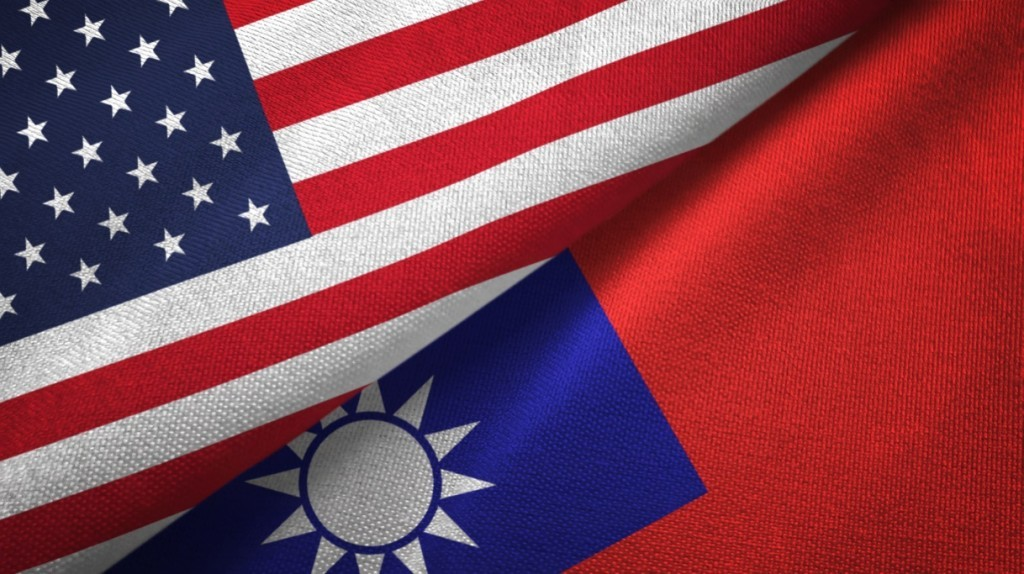 Taiwan and US flags. (Getty Images)