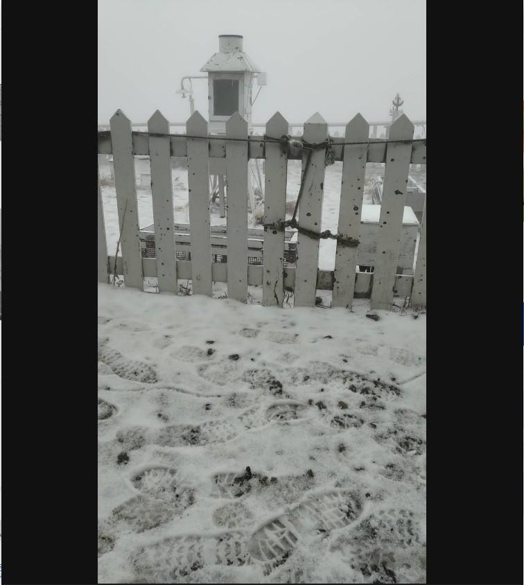 玉山3日早上7時05分起降雪, 持續約一小時 (圖/氣象局)