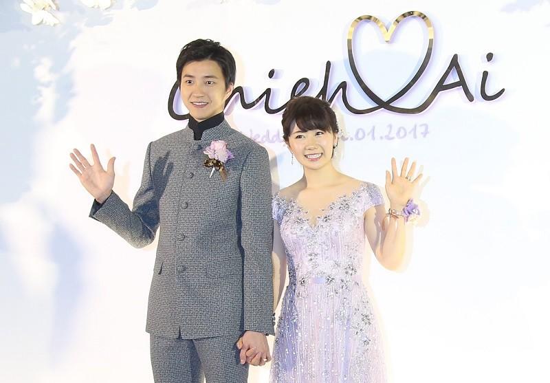 桌球好手江宏傑(左)、福原愛(右)2017年結婚時, 這對台、日名將的結合引發高度關注。中央社