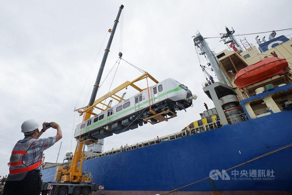 The first EMU900 train arrivesin Taiwan October 2020.