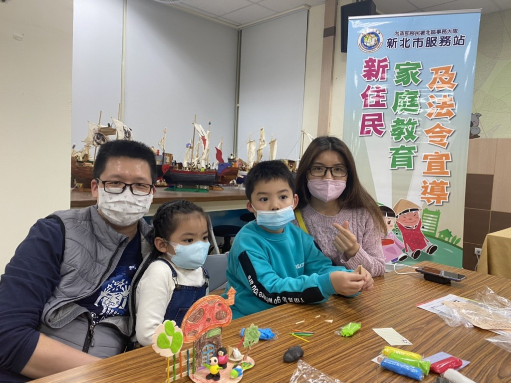移民署舉辦之親子教育活動吸引來自香港、大陸地區、越南、馬來西亞約20名之新二代學生及其家長參加。(圖/移民署提供)