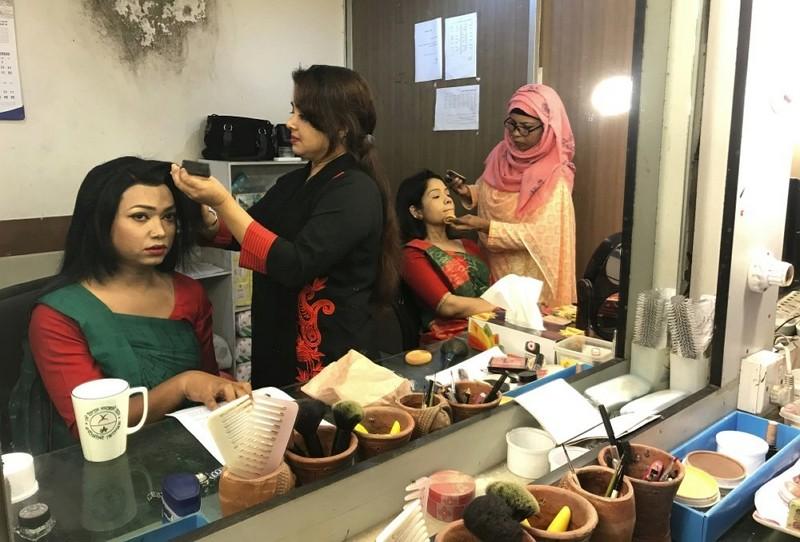 孟加拉首位跨性別主播 他歷經磨折才成為今日的她