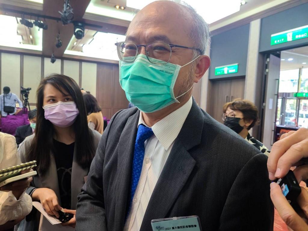 台灣首批AZ疫苗估3/17完成檢驗•開打時程由指揮官陳時中宣布 台大醫院院長吳明賢: 願帶頭施打
