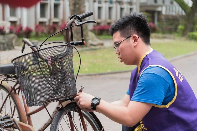 NTU students fixing bikes for free until March 19