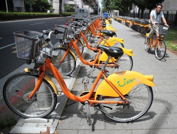 YouBike riders in New Taipei andKaohsiung will soon be charged for their first 30 minutes of use.