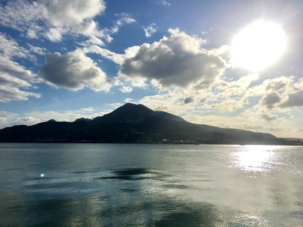 Guanyin Mountain across the bay from Tamsui. (Taiwan News, Jules Quartly photo)