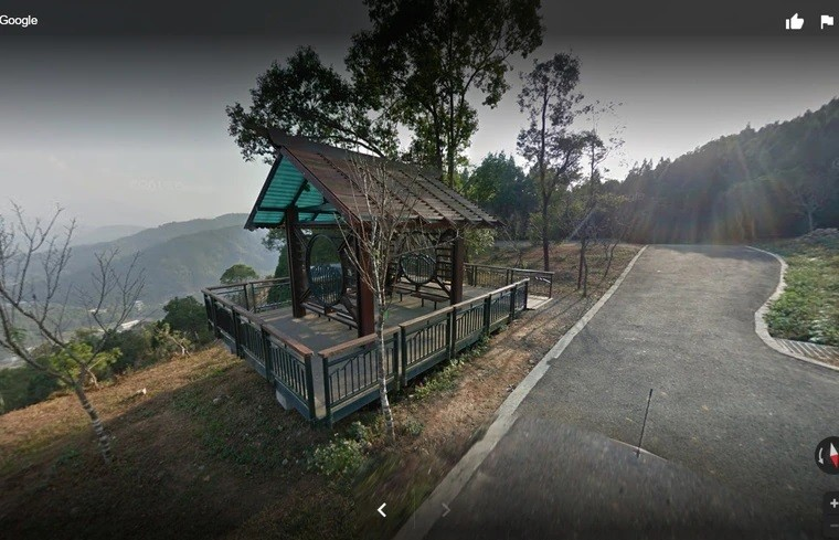 Pavilion where Hsia was robbed. (Google Maps image)