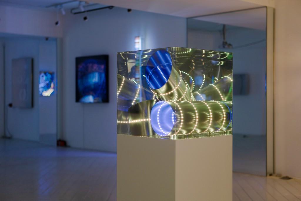德國燈光藝術家漢斯·卡特亞洲首展自即日起至5月6日台北藝廊Bluerider ART登場。(圖/畫廊提供)