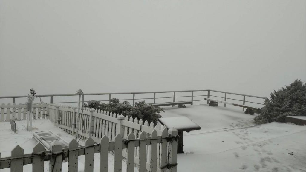 Snow falls on Taiwan's Yushan. (CWB photo)