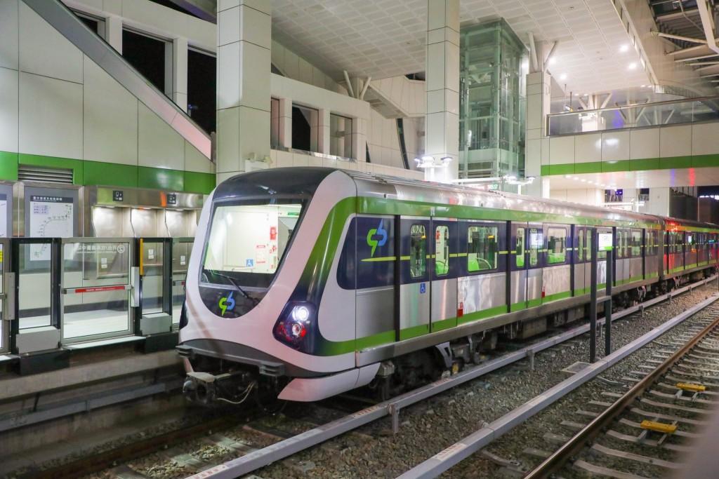 台中捷運3/25起恢復試營運 民眾凌晨4時排隊搶搭首班車