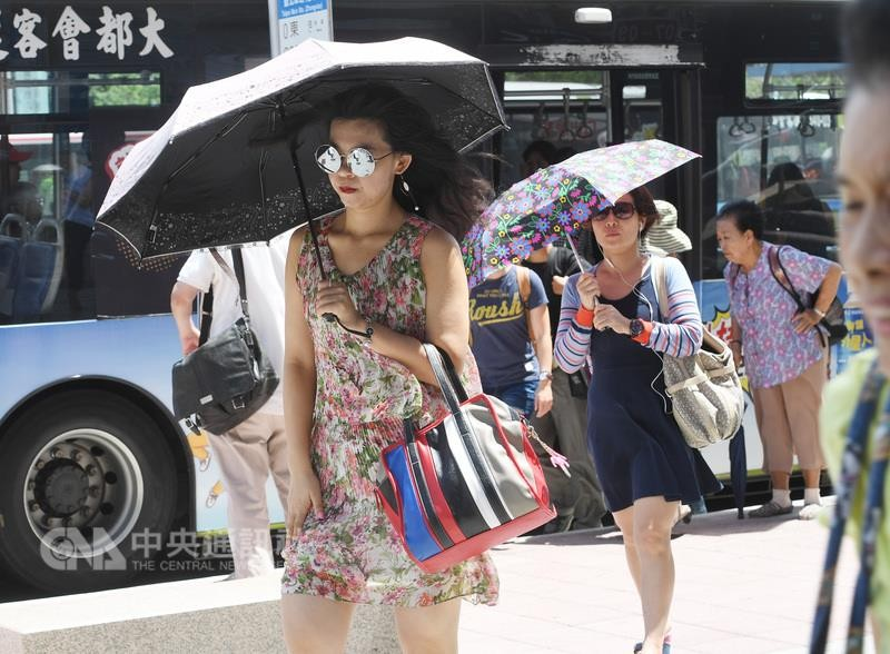 South and central Taiwan expect more than 30 degrees during the weekend