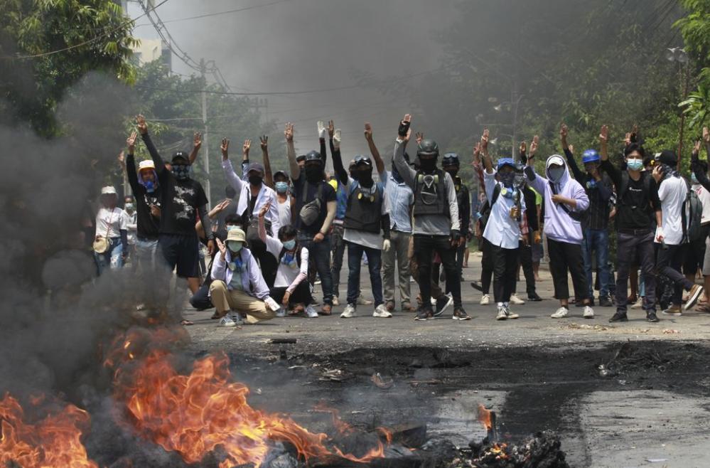緬甸安全部隊27日殘暴鎮壓爭取民主的示威抗議者,在全國各地總共殺害114人(圖/美聯社)