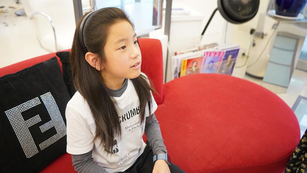 西松國小田徑隊小選手敏睿忍受蓄髮不便練跑,只為捐髮助癌友。(台灣癌症基金會提供)