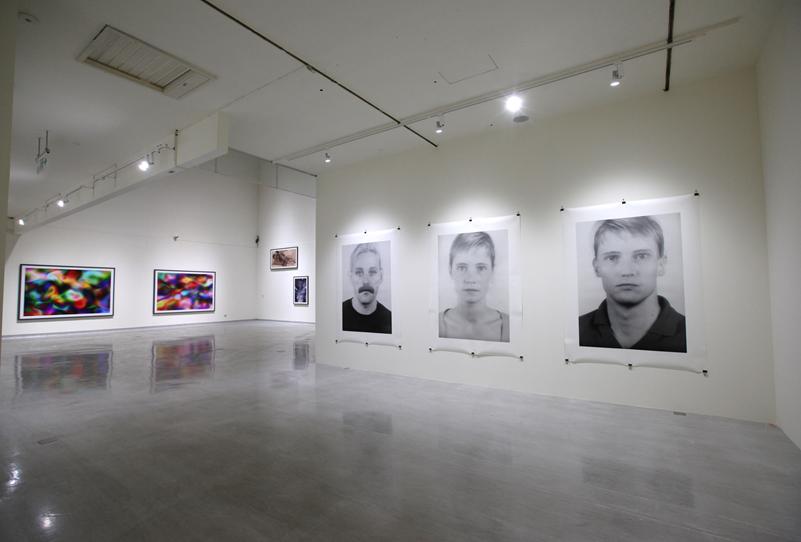 德國攝影師湯瑪斯.魯夫個展於台中國美館展至7月4日。(圖/國美館)