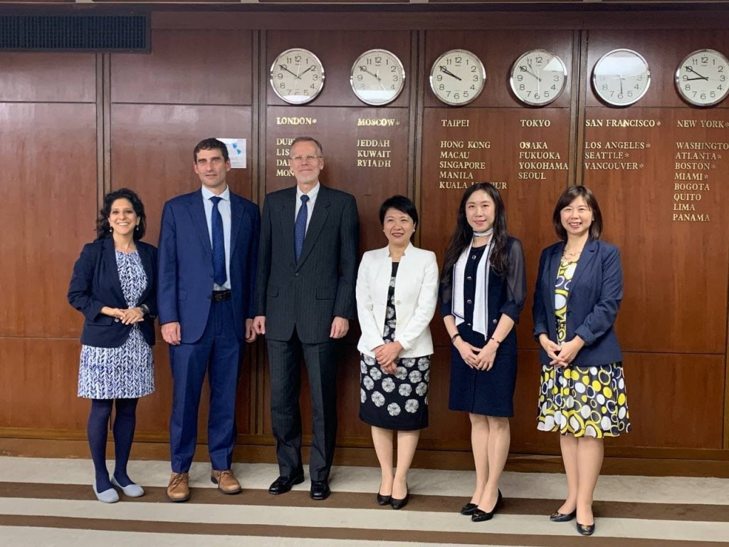 AIT Director Brent Christensen (third left) and MOFA Secretary General Lily Hsu (third right) at Taiwan-US talks (MOFA photo)