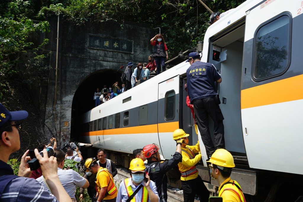 Rescue teams at work on the Taroko Express in Hualien
