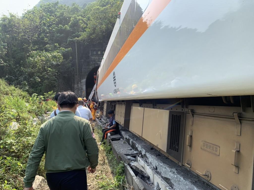 台鐵408車次於2日從樹林開往花蓮不幸出軌,奪走50條人命。(圖/台鐵局)