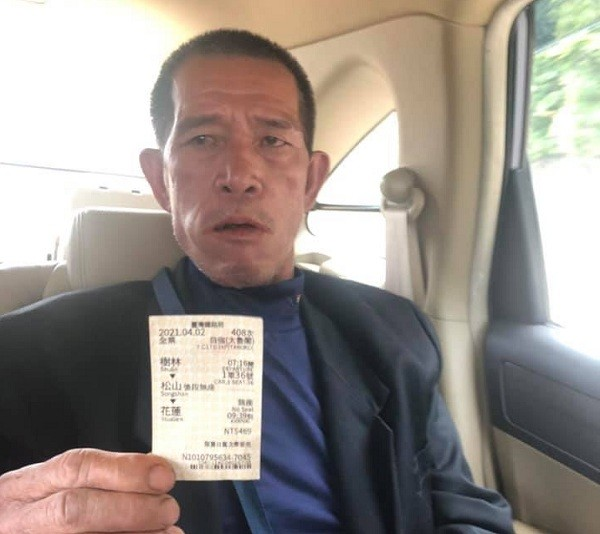 Yeh shows a ticket to prove he was a passenger of the ill-fated Taroko Express train instead of a construction site worker. (Facebook, Domi Shan photo...