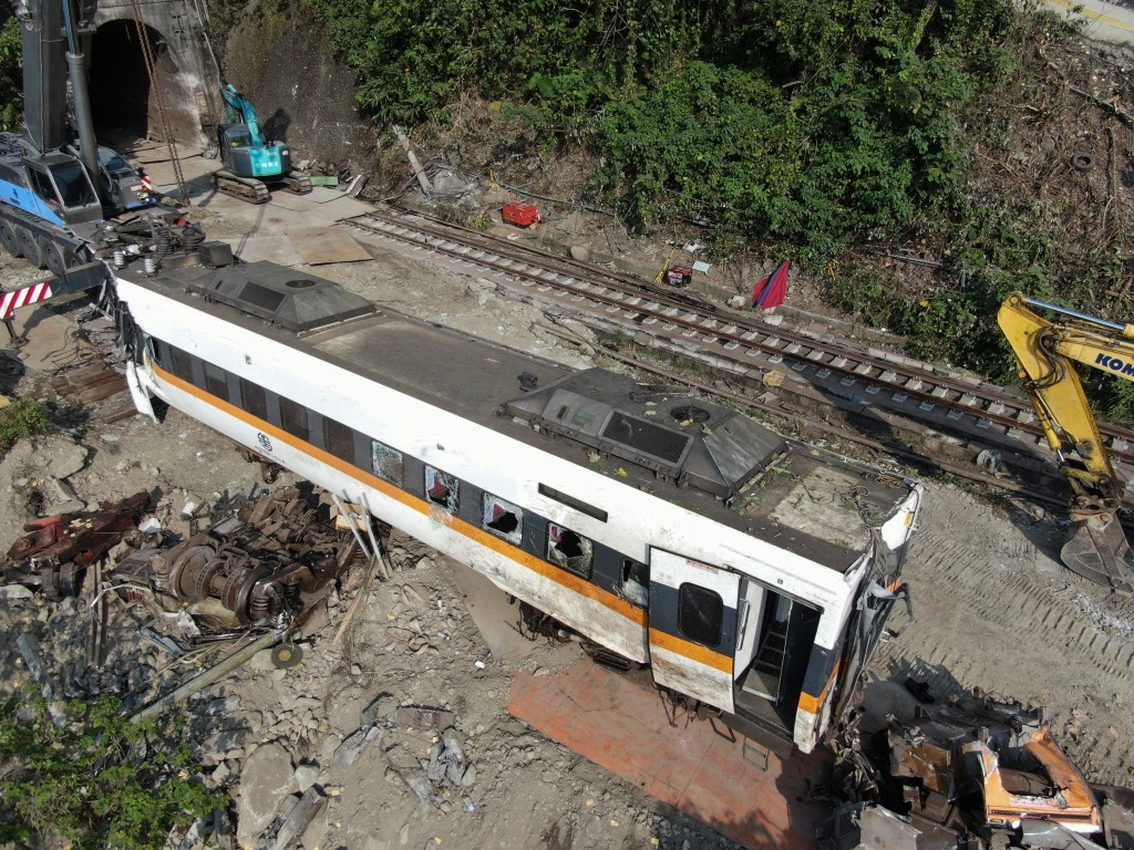 A carriage of the Taroko Express after it was pulled out of the tunnel on Tuesday morning