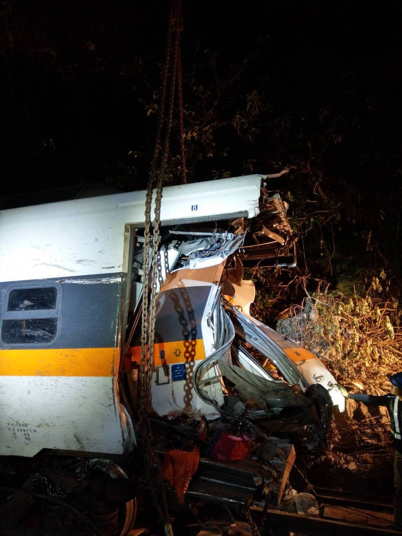 Last car from wrecked Taiwan train removed from tunnel