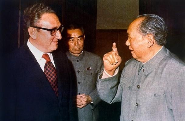 Henry Kissinger (left), Chairman Mao in Beijing.