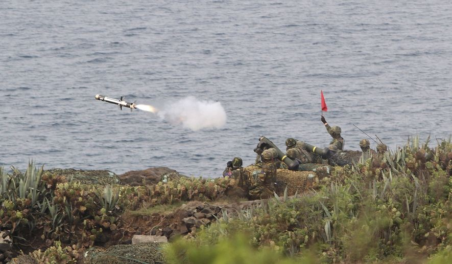 Drills with FGM-148 Javelin anti-tank missile