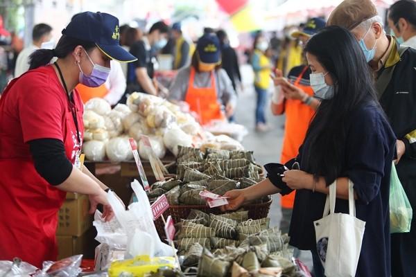 2021 Taipei Traditional Market Festival opens atTaipei Expo Park on April 10.