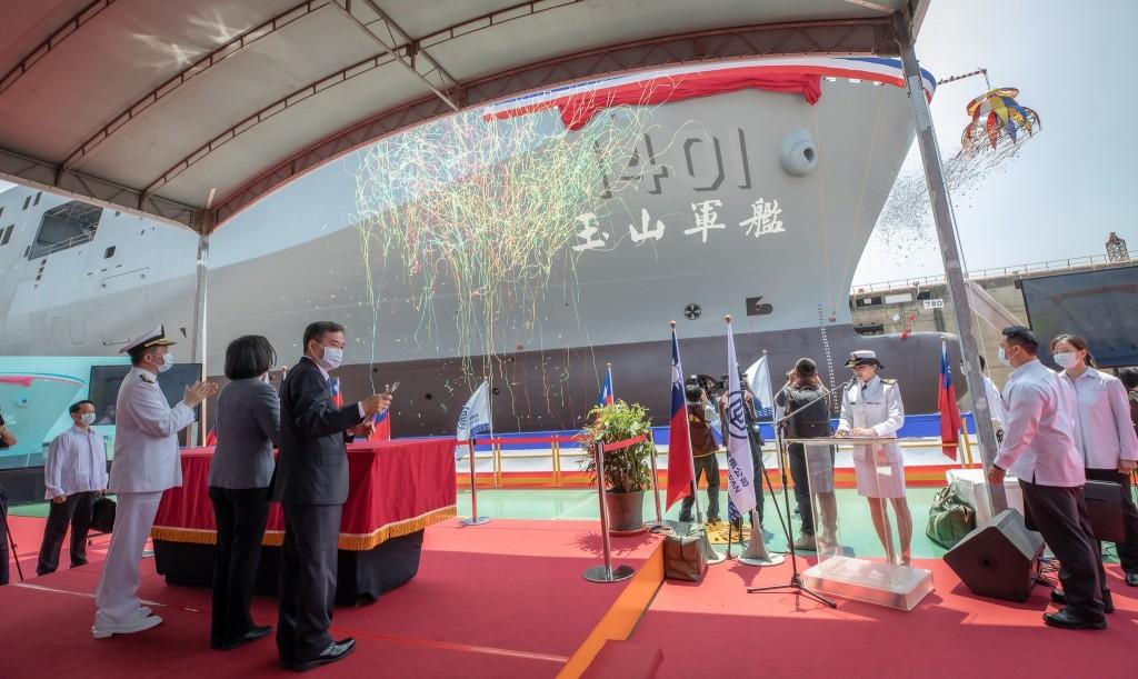 【更新】台灣「玉山」兩棲作戰艦下水: 具匿蹤構型、配置防空對海武器•平日為南海與離島運輸主力