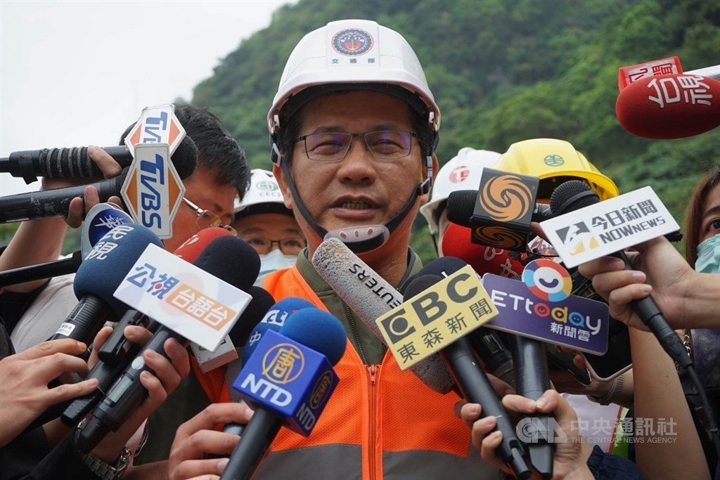 Archived photo of Transportation Minister Lin Chia-lung at the site of the Hualien train derailment