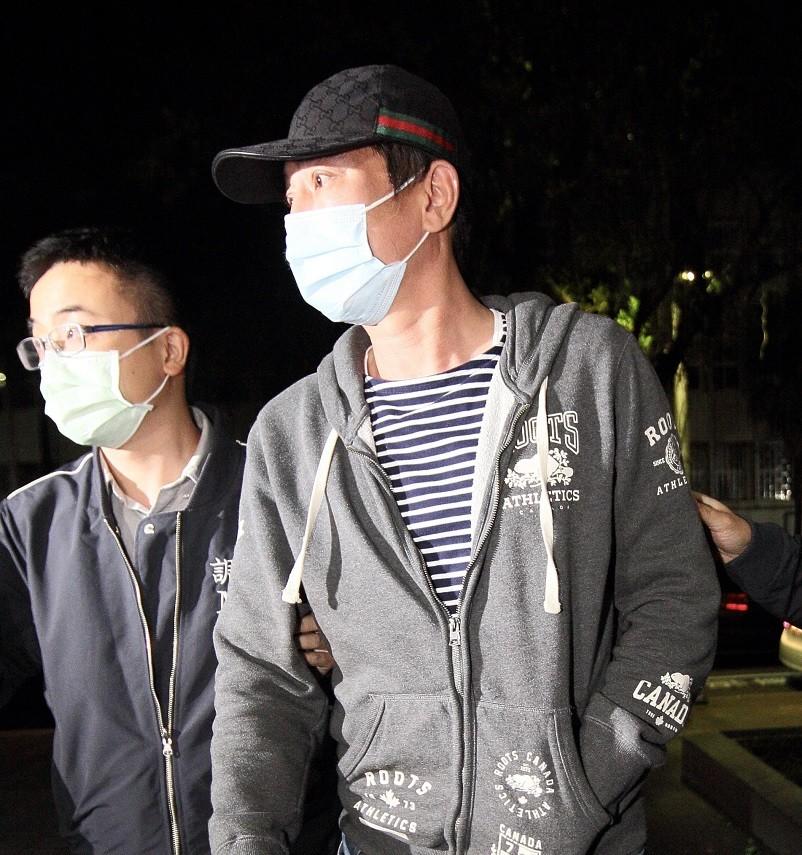 陳威陶(右) 等人,被控以投資緬甸金礦為號召,涉嫌吸金逾新台幣7億元。中央社