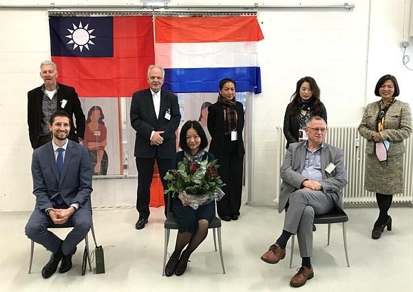 Taiwanese Representative to the NetherlandsChen Hsin-hsin (center)