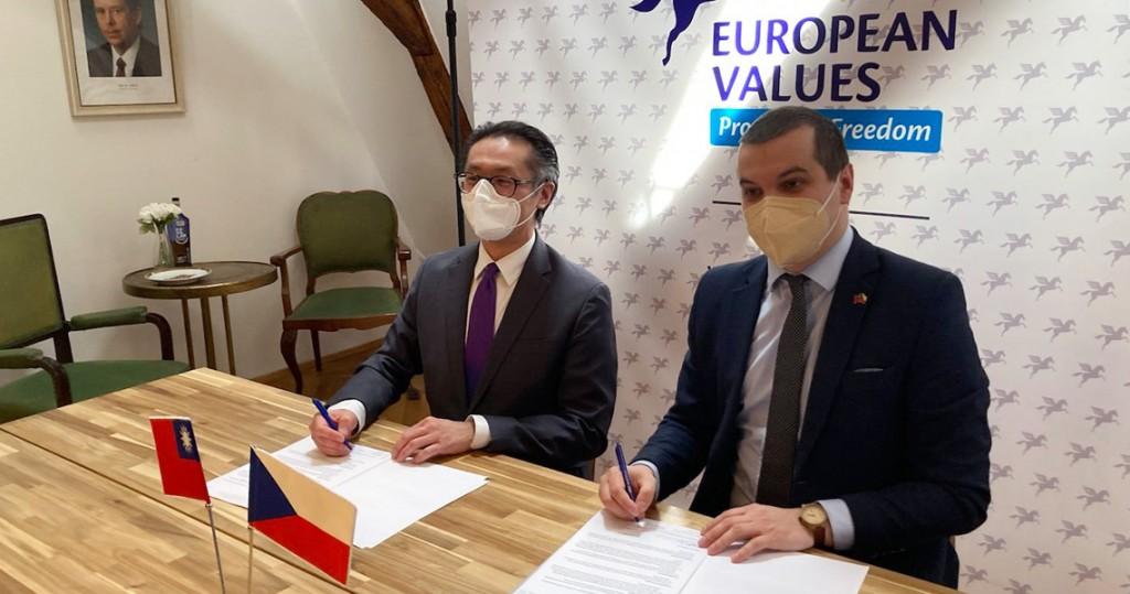 Ke Liang-ruey (left), Jakub Janda. (EVC photo)
