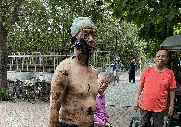 Southern Taiwan swimmers stained with oily sludge