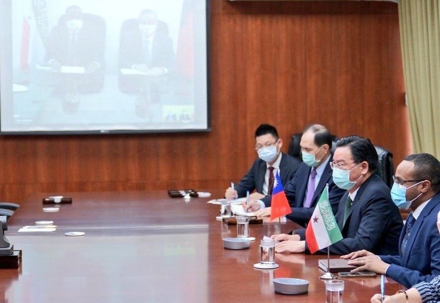 Taiwanese and Somaliland officials at Tuesday's videoconference. (Twitter, MOFA photo)