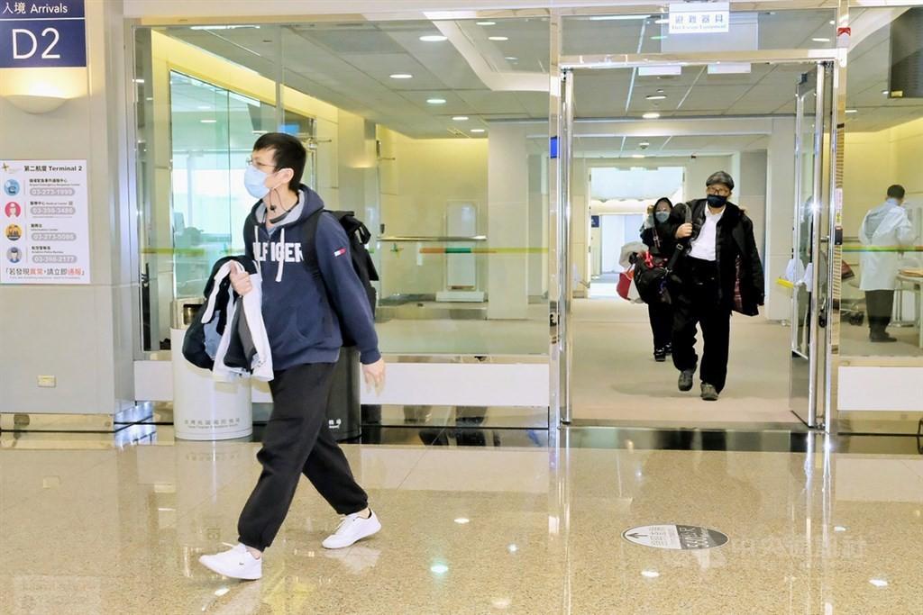 台灣22日新增4例武漢肺炎境外移入確定病例,分別自哈薩克(案1084)、菲律賓(案1085、1086)及印尼(案1087)入境。