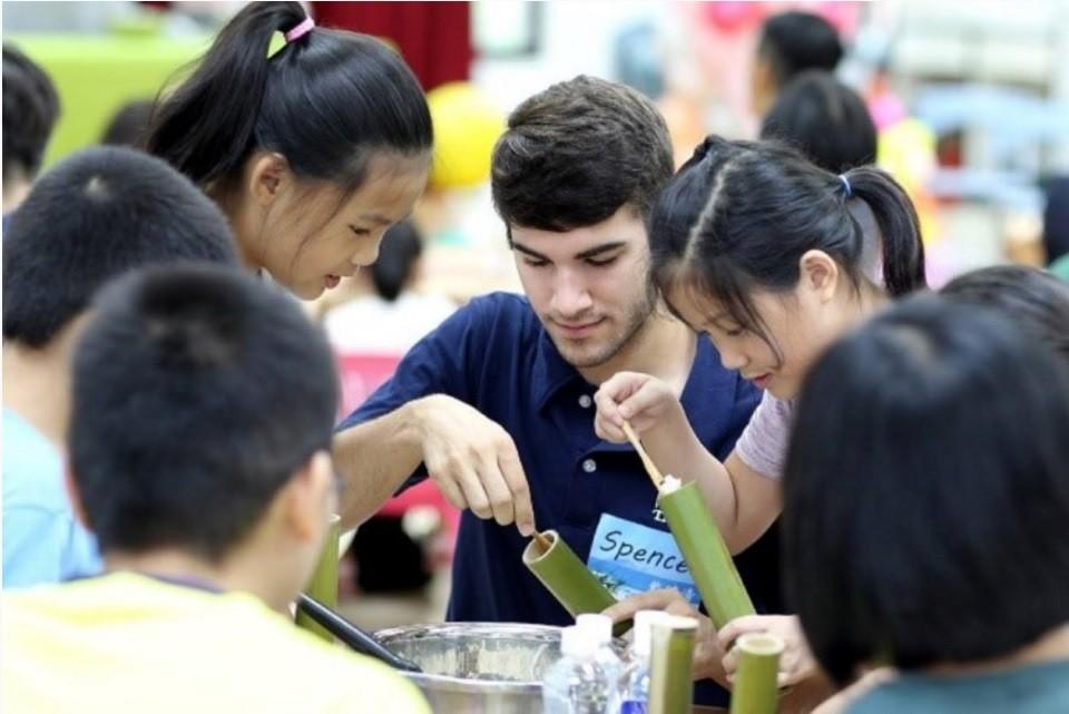 台灣備戰「雙語國家」 教育部將擴大引進美籍英語教學助理