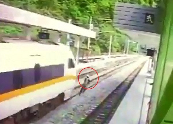 Camera footage shows construction worker struck by train while crossing rails. (TRA video screenshot)
