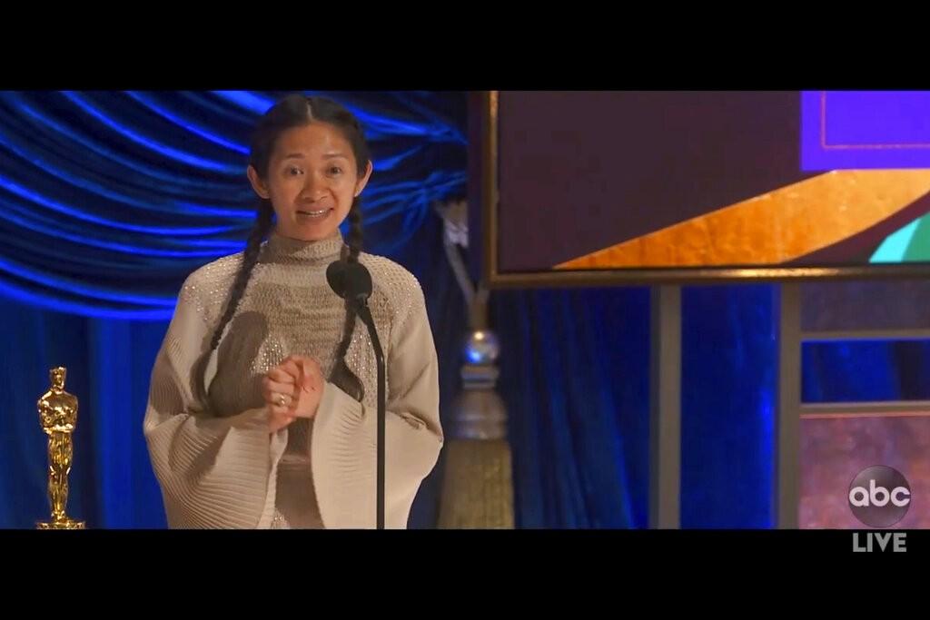 中國導演趙婷今天以「游牧人生」(Nomadland)勇奪奧斯卡最佳導演獎肯定。(美聯社圖片)