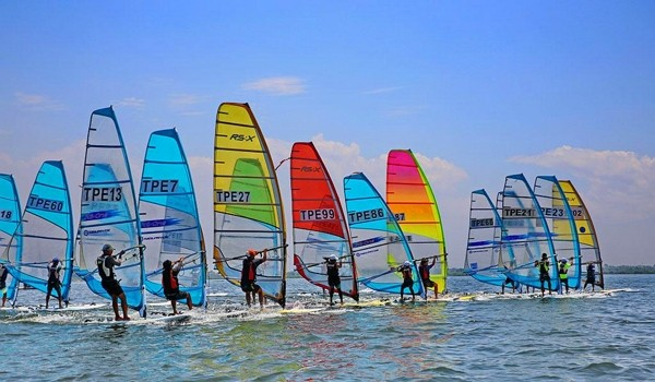 Free standup paddleboarding experience to be offered at2021 Dapeng Bay Marine Festival in Pingtung County. (Dapeng Bay Scenic Area Administratio...