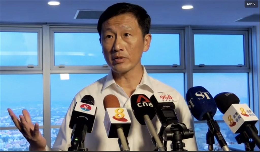 新加坡交通部長王乙康26日透過視訊記者會宣布,先前暫緩的新加坡-香港旅遊泡泡訂於5月26日上路。(網路截圖)