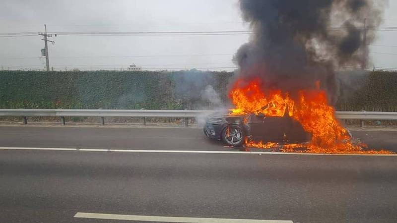 Video shows Lambo burst into ball of fire in central Taiwan