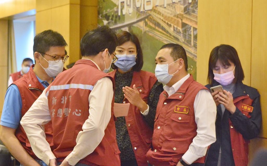 林口康橋學校2名學生確診武漢肺炎,新北市長侯友宜善意提醒中央,疫情調查時效要更迅速、擴大採檢對象且數量要充足。