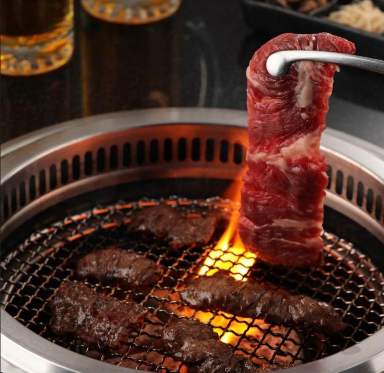 柏克金燒肉屋5月活動,身份證有這三碼,用餐免費換「美國精選橫膈膜」乙份,最多500克。(圖/柏克金燒肉屋)