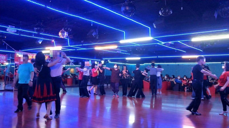 Over 100 seen maskless with COVID-positive man in northern Taiwan dance hall