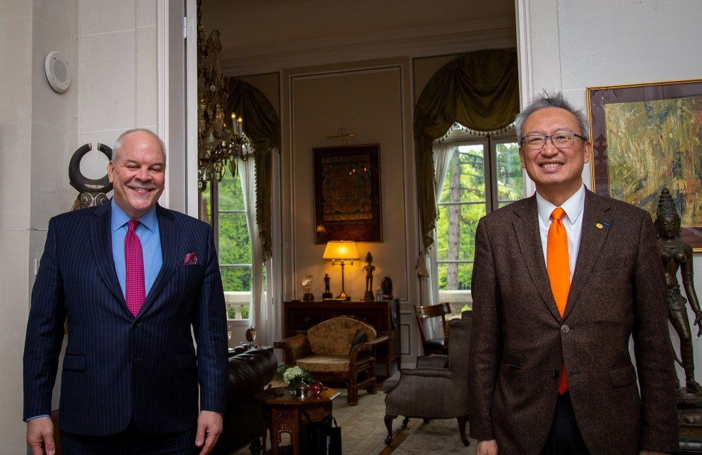 U.S. Charge d'affaires to France Brian Aggeler (left) and Taiwanese representative to France Wu Chih-chung. (Twitter, US Embassy France photo)